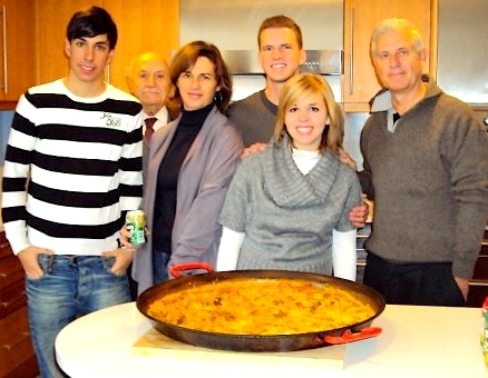 host-family-share-paella